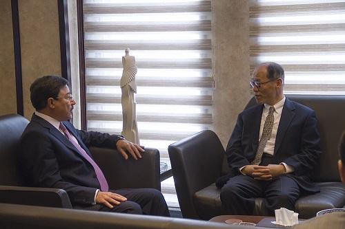 زيارة السفير الياباني للبنك المركزي العراقي
