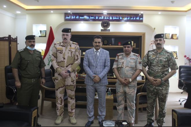 The Central Bank of Basra branch receives the deputy commander of the governorate operations News-16260863107684