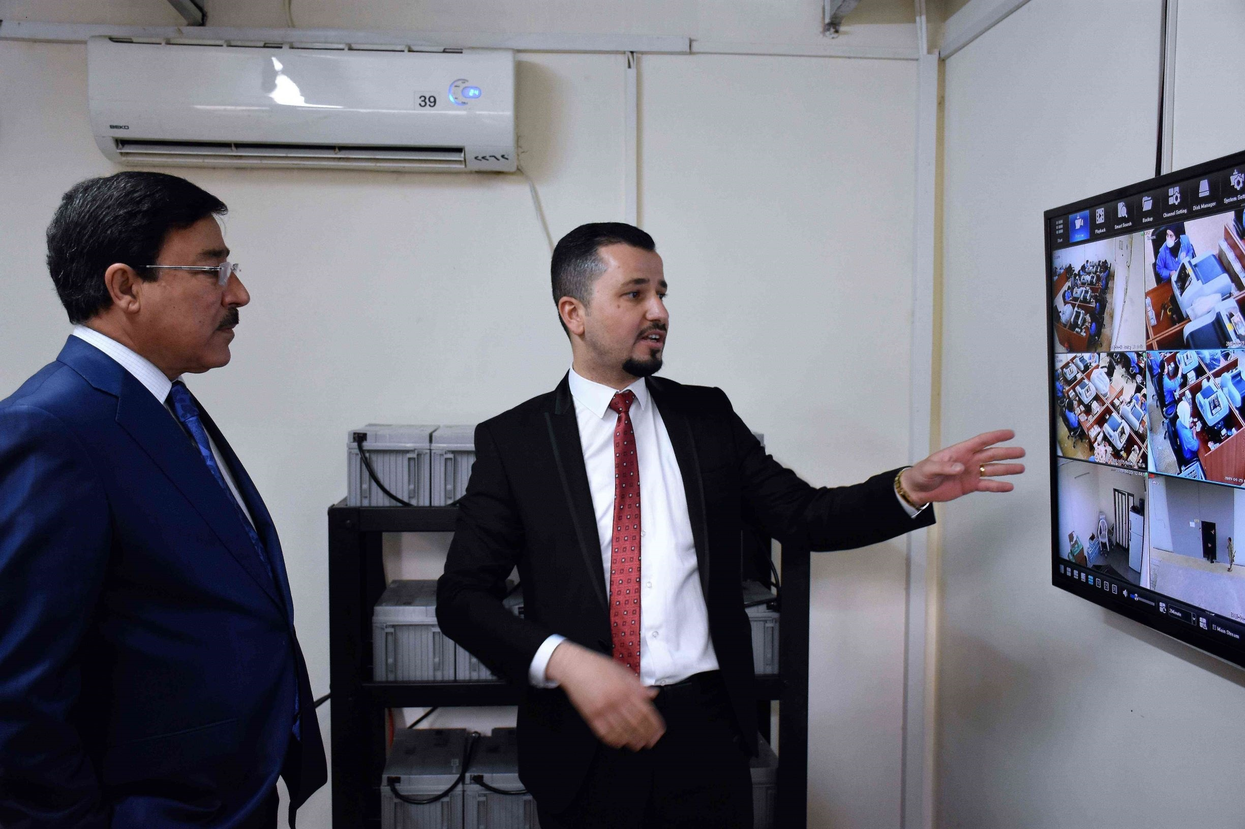 Visit of the Governor of the Central Bank of Iraq to Erbil Branch File-155661355863758